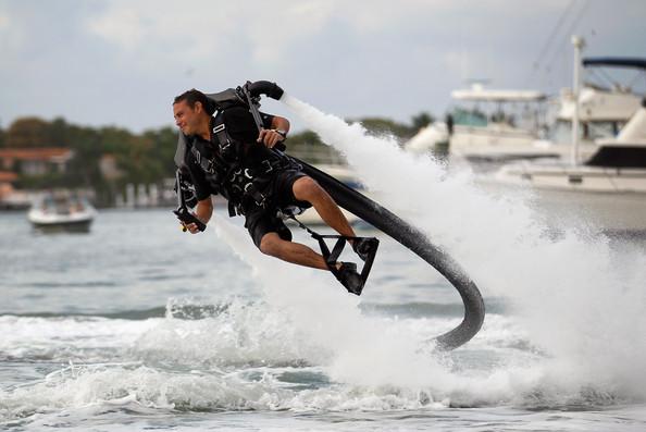 JETLEV : Jetpack Pendorong Air